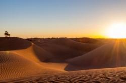 voyage initiatique dans le désert avec pratiques d'ancrages yoga méditation relaxation